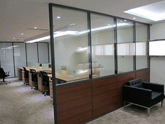 武汉装修公司排名推荐 办公室玻璃隔断图片