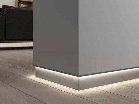 室内装修踢脚线安装 踢脚线效果图客厅贴法