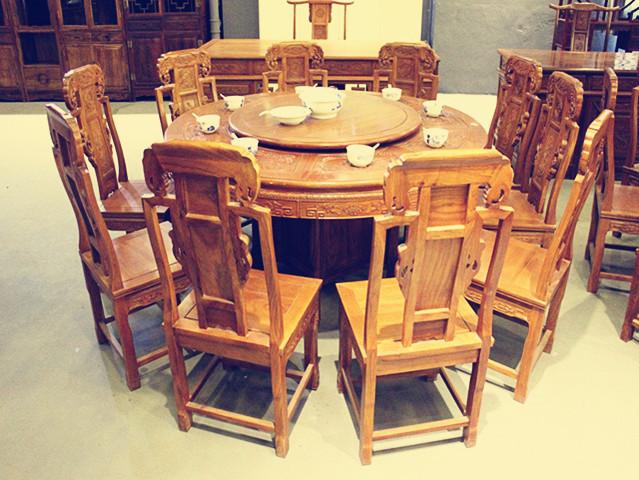 【装修公司的选择】红木圆餐桌尺寸与餐厅大小