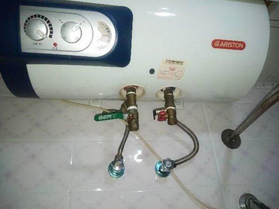 伴爱丝 阿里斯顿热水器漏水是内胆坏了吗